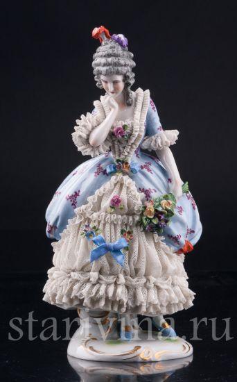Изображение Девушка с букетом цветов, кружевная, Muller & Co, Volkstedt, Германия, 1907-1952 гг