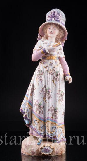 Антикварная старинная фарфоровая статуэтка Дама в шляпке с веером производства Франция, 19 в