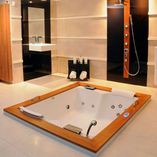 Jacuzzi Aura Plus Wood 180 х 150 см