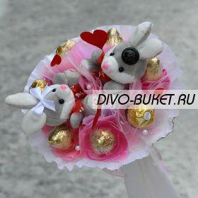 """Букет из игрушек и конфет №688- 2К """"Горячее сердце"""""""