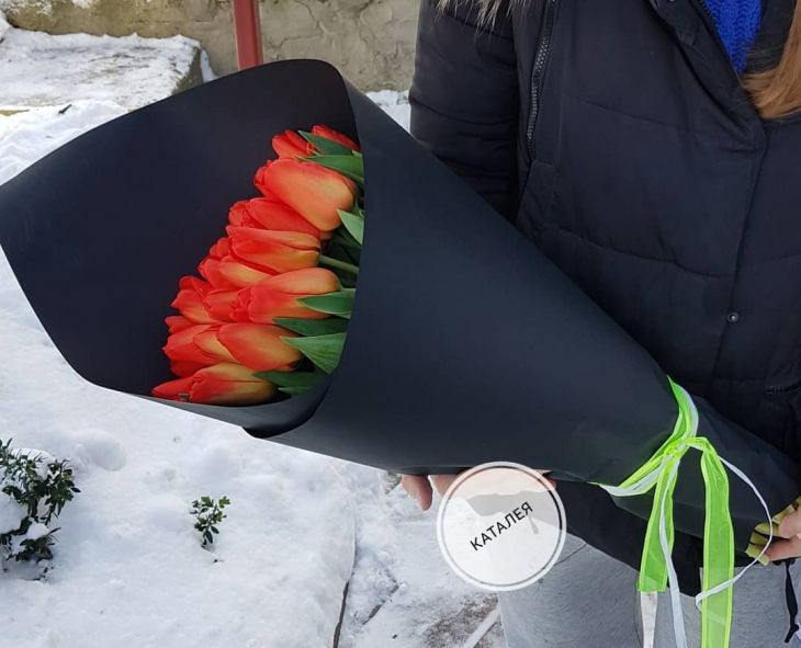 25 длинных тюльпан