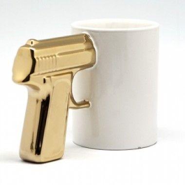 Кружка Пистолет белая с позолоченной ручкой