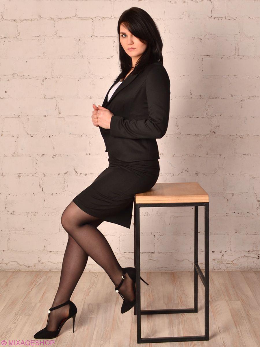 Классический черный костюм с юбкой-карандаш