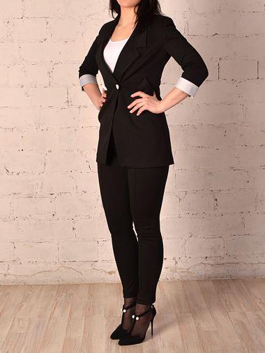 Стильный костюм черного цвета с брюками длиной 7/8