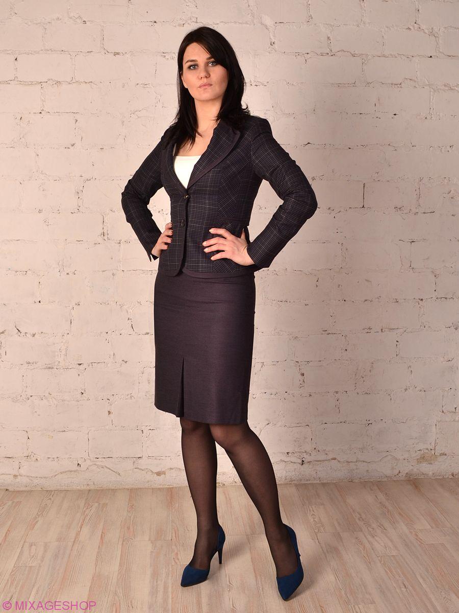 Классический деловой костюм с юбкой из тканей компаньонов