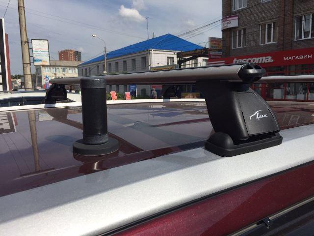 Багажник на крышу Toyota Highlander 2014-..., Lux, аэродинамические  дуги (53 мм)