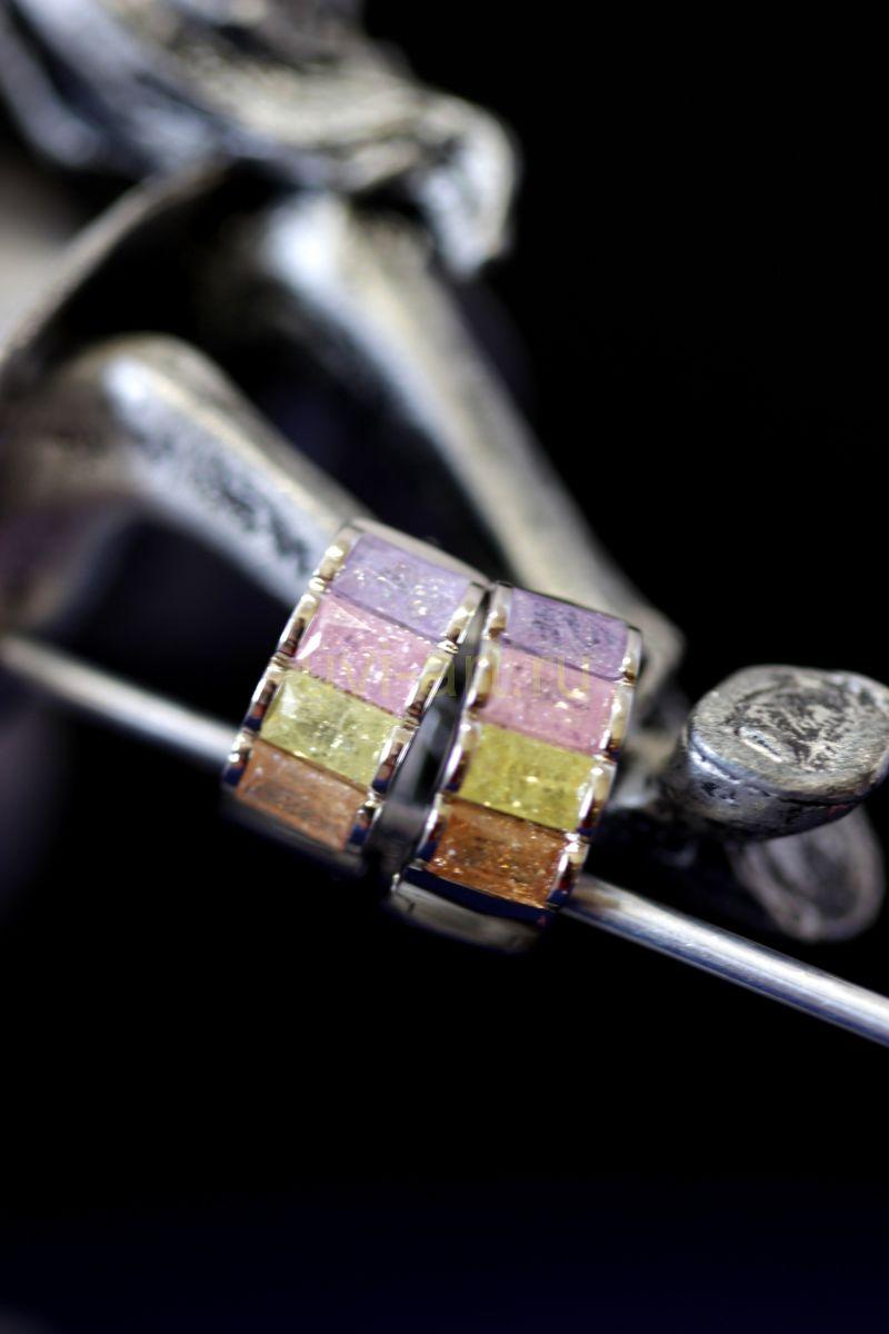 Позолоченные белым золотом серьги-кольца с разноцветными искусственными топазами (арт. 305114)