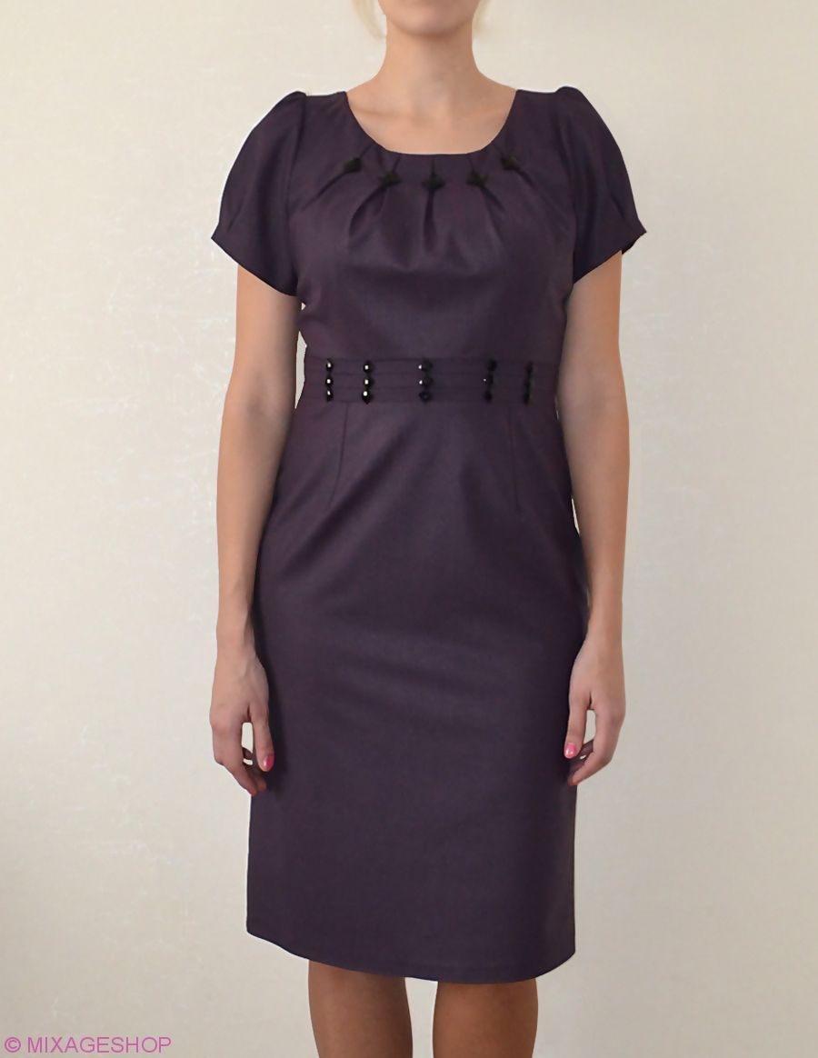 Платье глубокого фиолетового оттенка с камушками