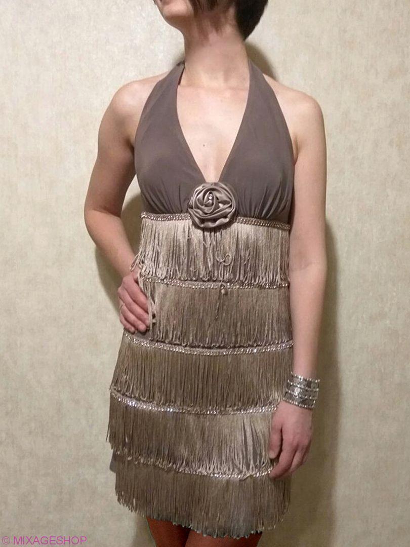 Изысканное платье из нежного трикотажа с бахромой