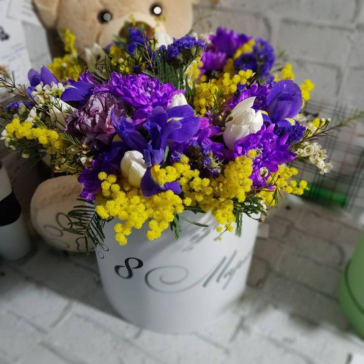 коробочка микс из цветов к 8 марта