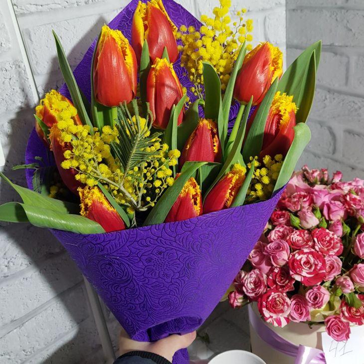 букет тюльпан и мимозы