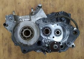 Правая половинка картера двигателя Honda CRM250R - MD24