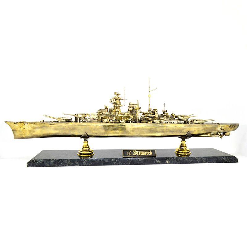 Модель линкора Бисмарк(1:350)