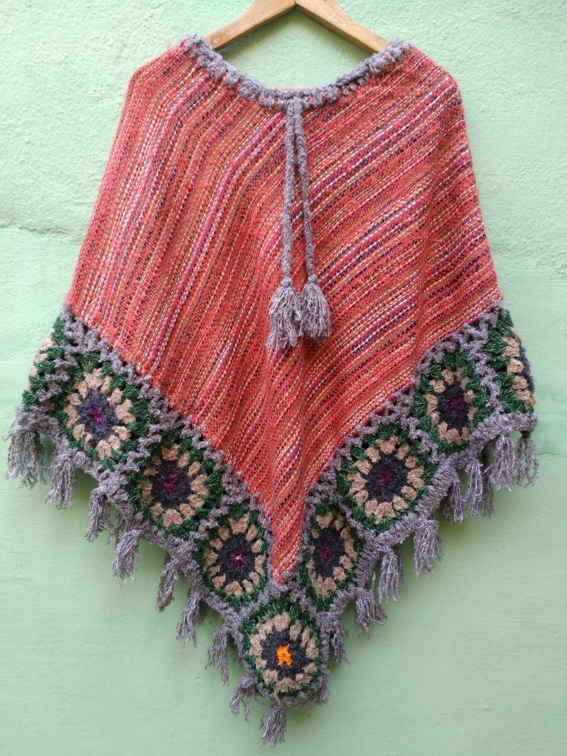 Треугольное тёплое непальское пончо красного цвета (отправка из Индии)
