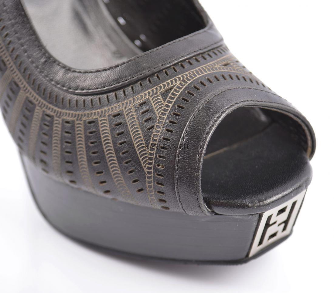 Открытые туфли на платформе CARLABEI