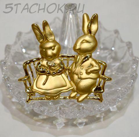 """Брошь """"Влюбленные Кролики"""" цвет золота (США)"""
