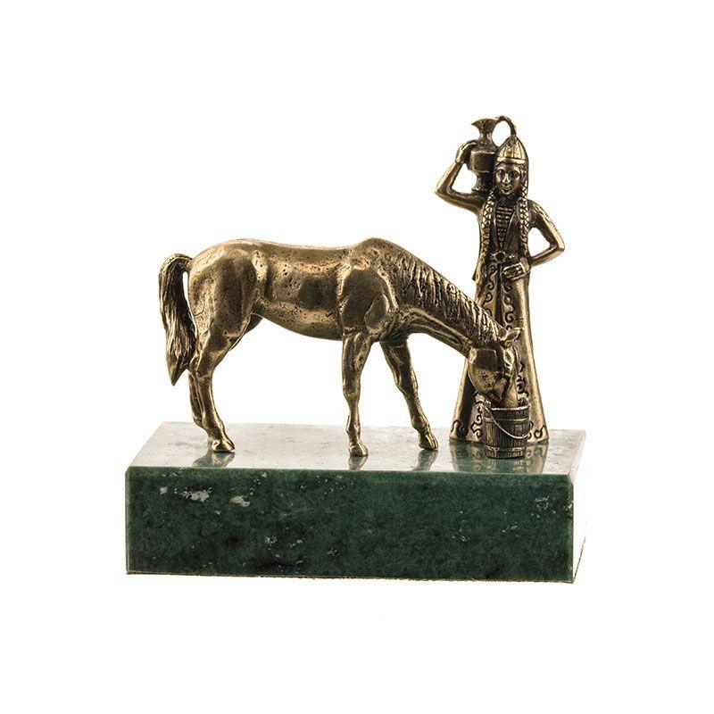 """Композиция """"Горянка с кувшином и лошадь"""" на подставке"""