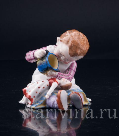 Изображение Девочка, поящая куклу, E & A Muller, Германия, нач.20 в