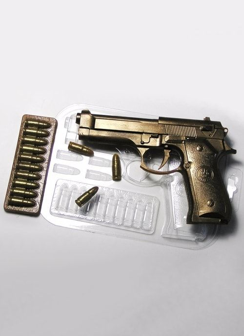 """Пластиковая форма """"Пистолет Беретта с пулями"""""""