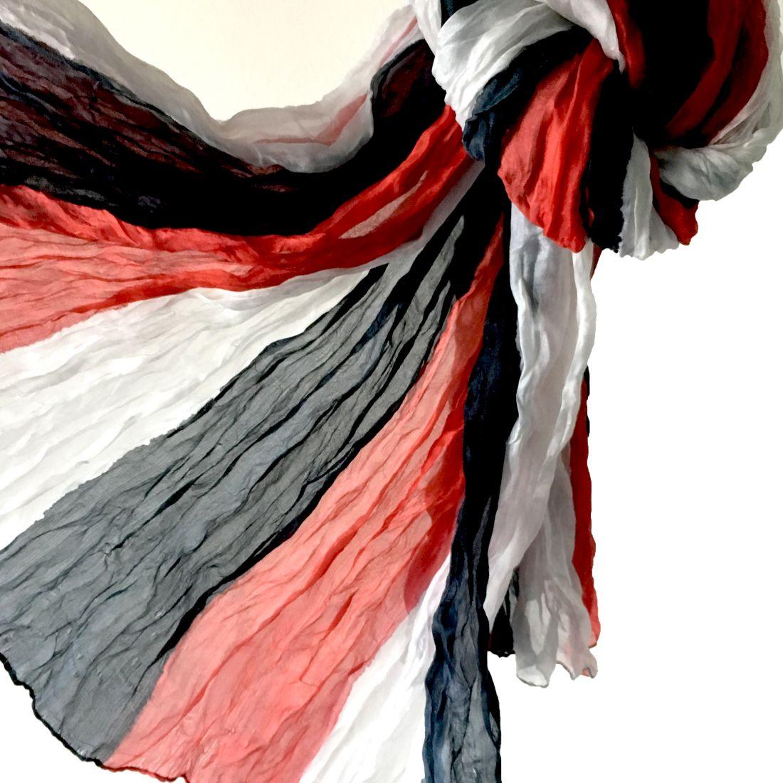 Трёхцветный шёлковый шарф-парео (Москва)