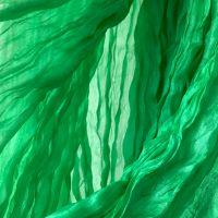 Зелёный шарф из натурального жатого шелка, купить в Москве.