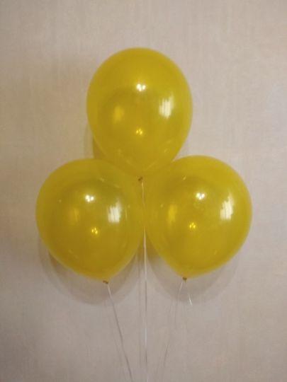 Желтый прозрачный шар с гелием