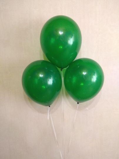 Зелёный прозрачный шар с гелием