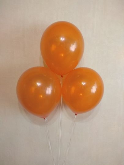 Оранжевый прозрачный шар с гелием