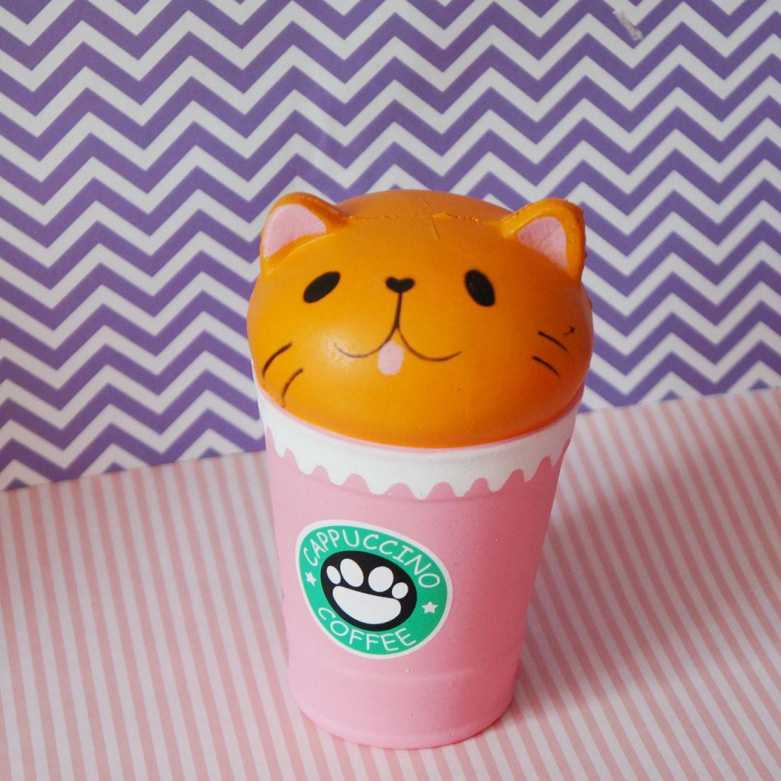 Сквиши кот в стаканчике кофе