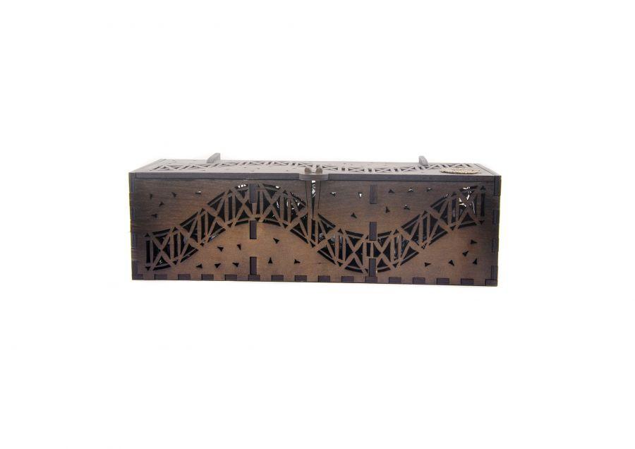 Подарочная резная коробка, из трехслойного березового шпона.