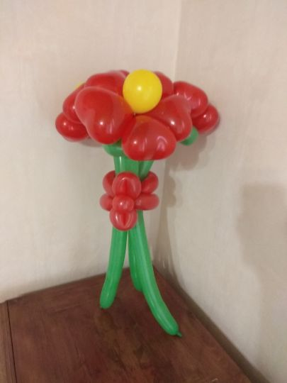 Большие цветы с лепестками-сердечками