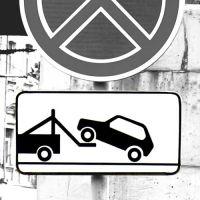 """Дорожный знак 8.24 """"Работает эвакуатор""""."""