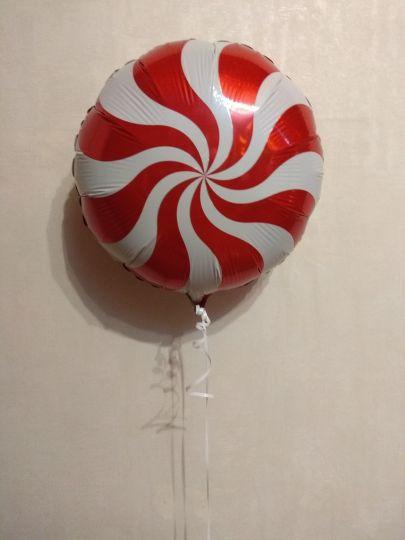 Леденец красный шар фольгированный с гелием