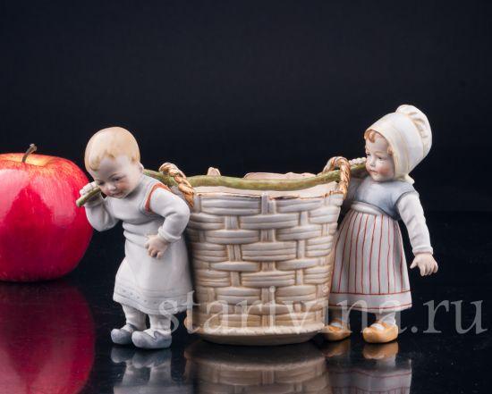 Изображение Дети с корзиной, Muller & Co, Volkstedt, Германия, 1907-52 гг