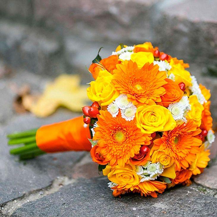 Букет невесты из роз и гербер «Лисичка»