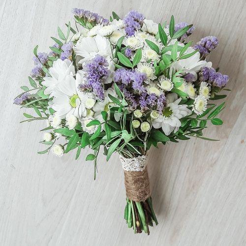 Свадебный нежный букет из хризантем «Возвращение домой»