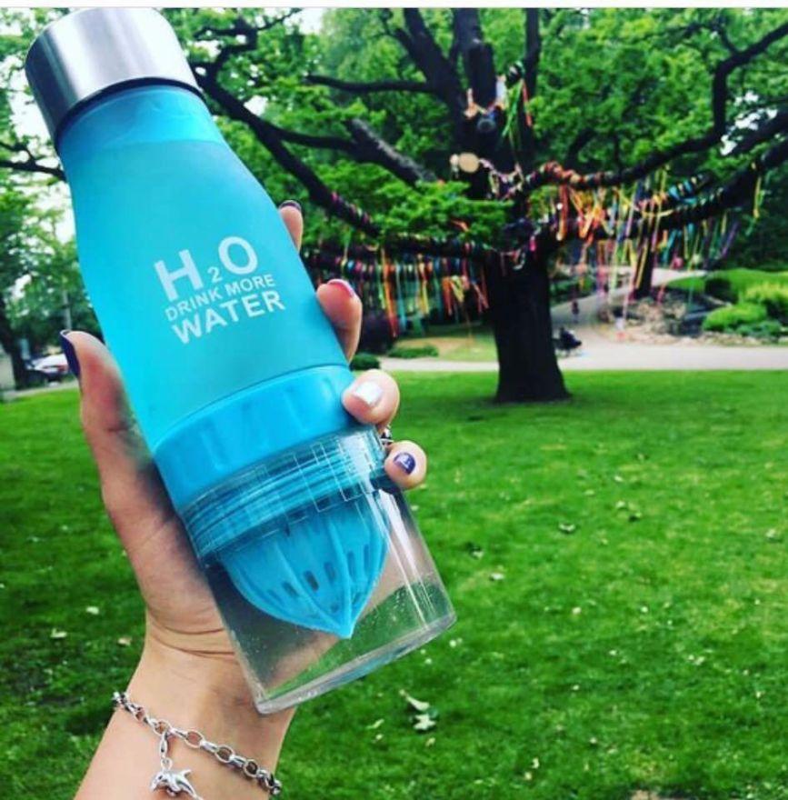 Бутылка-соковыжималка H2O Drink More Water, 650 мл (Цвет: Голубой)