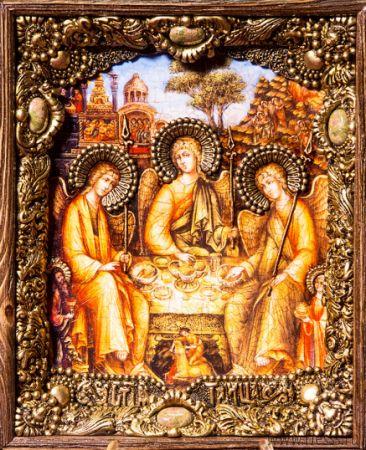 """Икона """"Святая Троица"""" 19 х 23 см в киоте, роспись по дереву, самоцветы"""