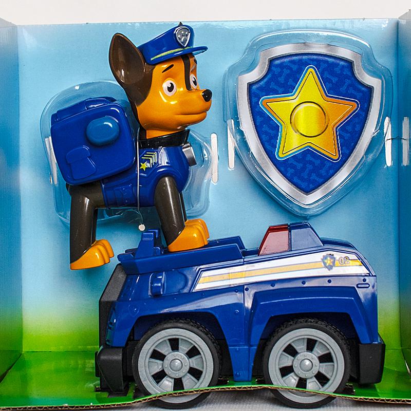 Фигурка Гонщик с рюкзаком-трансформером на полицейском автомобиле и значок