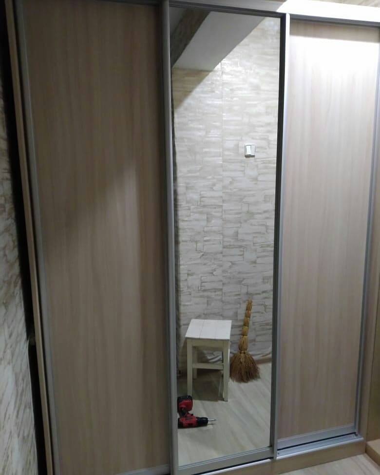 Узкий шкаф-купе в коридор