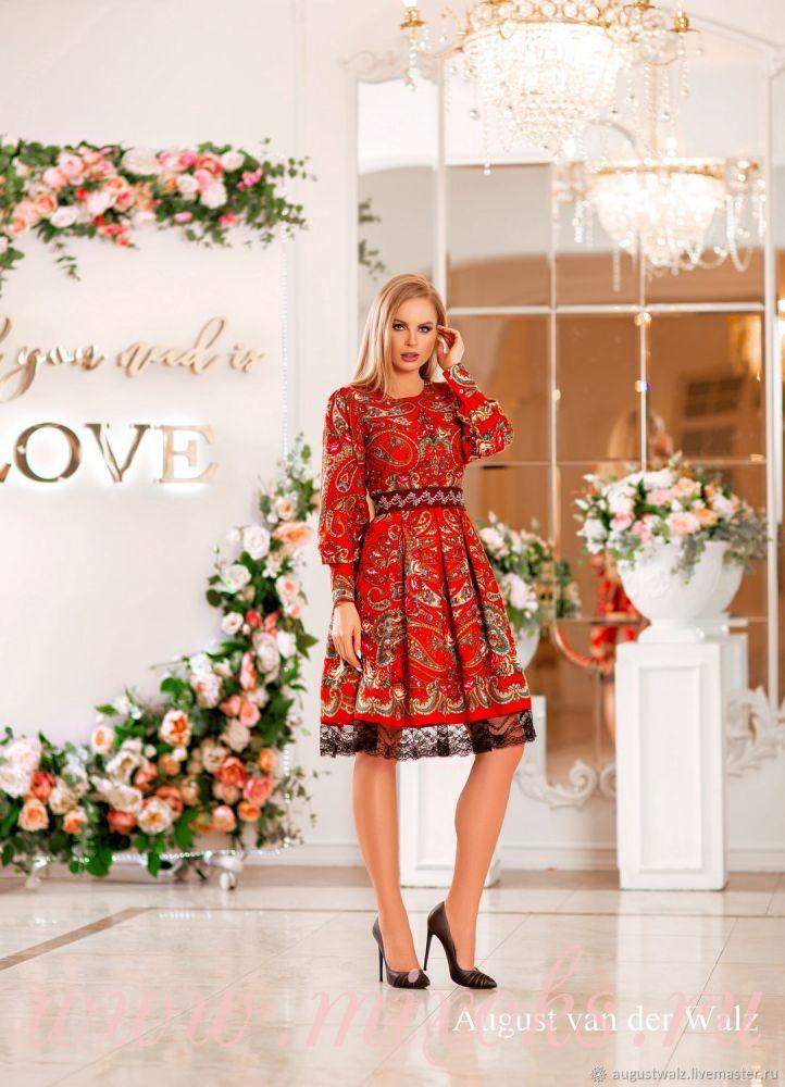 Платье народное красное