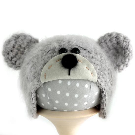 Вязаная шапочка для куклы Мишка с мордочкой серый