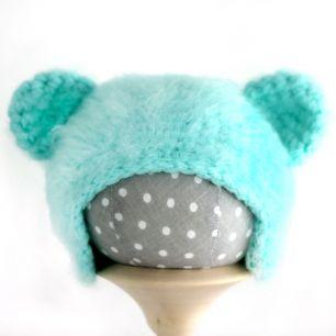 Вязаная шапочка для куклы Мишка мятный