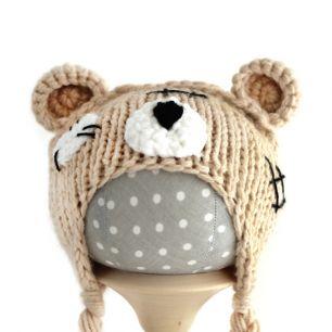 Вязаная шапочка для куклы Мишка Тедди бежевый
