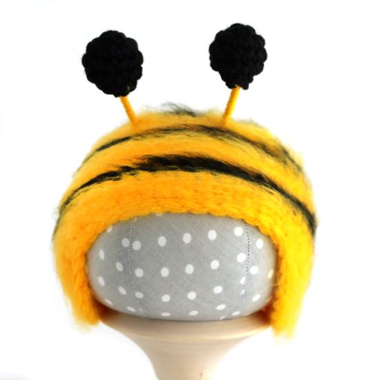 Вязаная шапочка для куклы Пчёлка