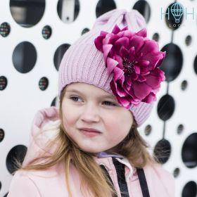 HOH ШД19-17361157 Вязаная шапка с подворотом бордовый цветок, пудра