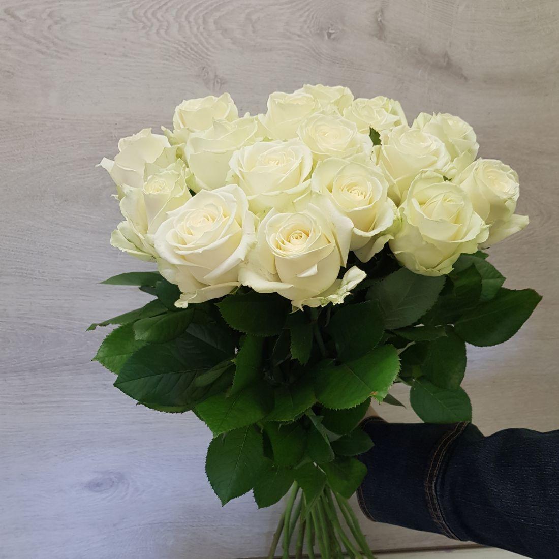 Букет из белых роз 15 штук «Полярный»