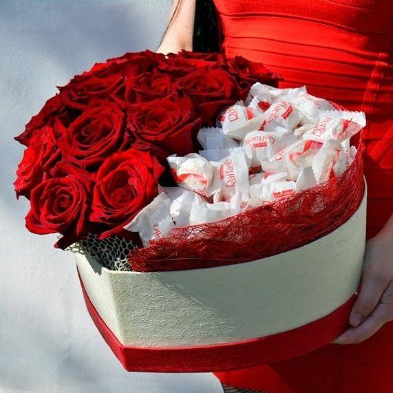 """Коробка с розами и конфетами """"Влюбленное сердце"""""""