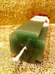 Зелено-бело-красная свеча тройного действия