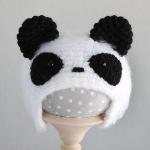 Вязаная шапочка для куклы Панда пушистая